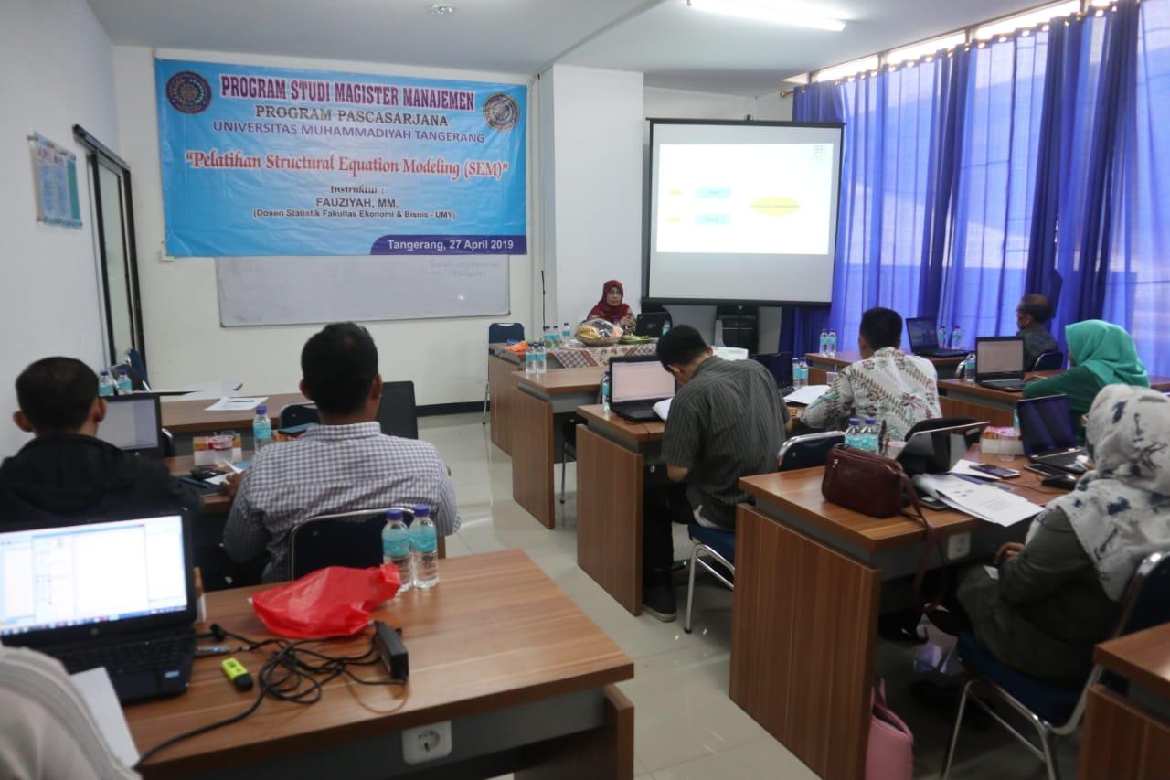 Pelatihan SEM (Structural Equation Modeling)